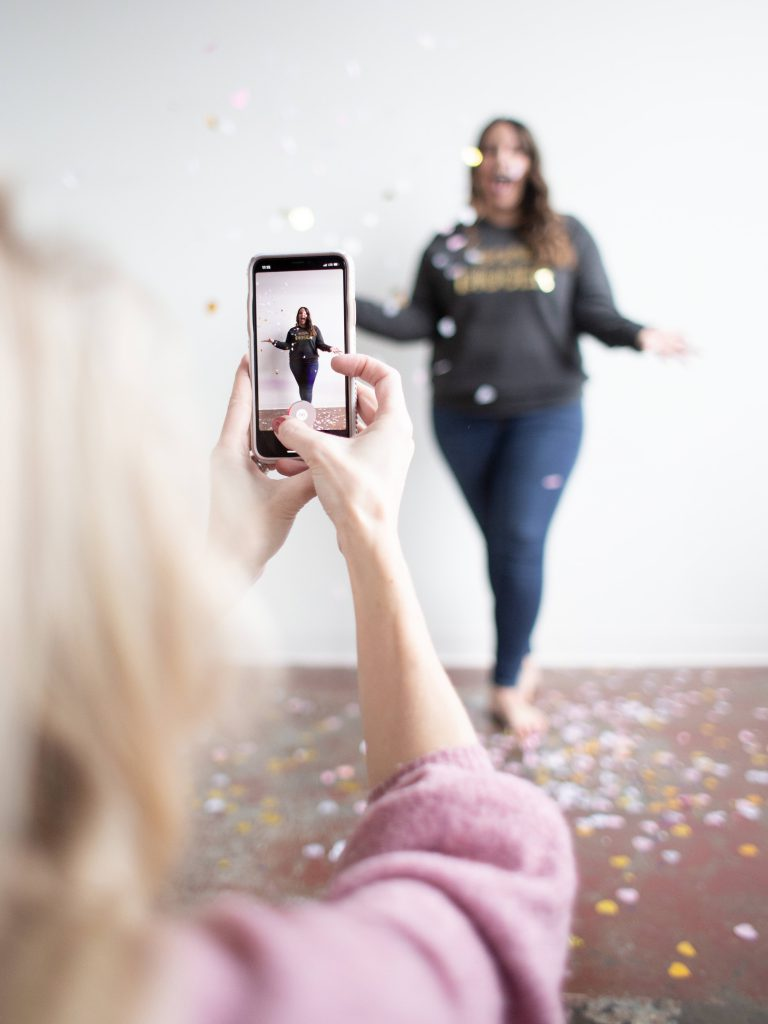 Influencer-marketing-photoshoot-friends