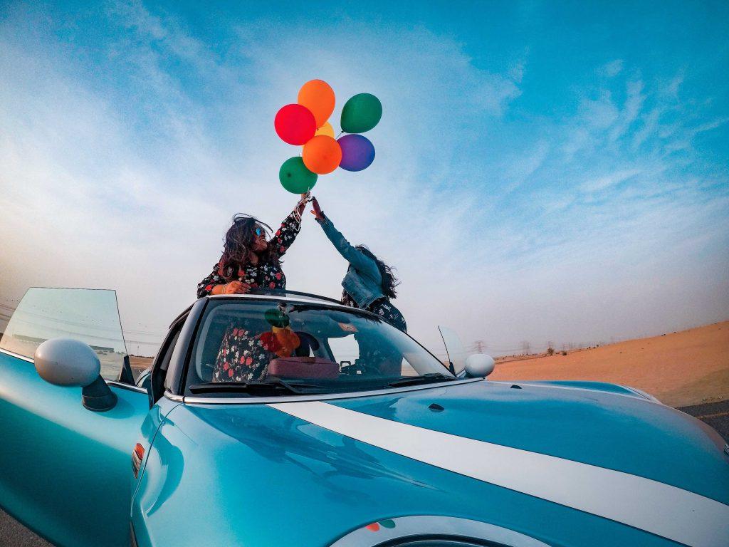 influencer-marketing-girls-in-a-car