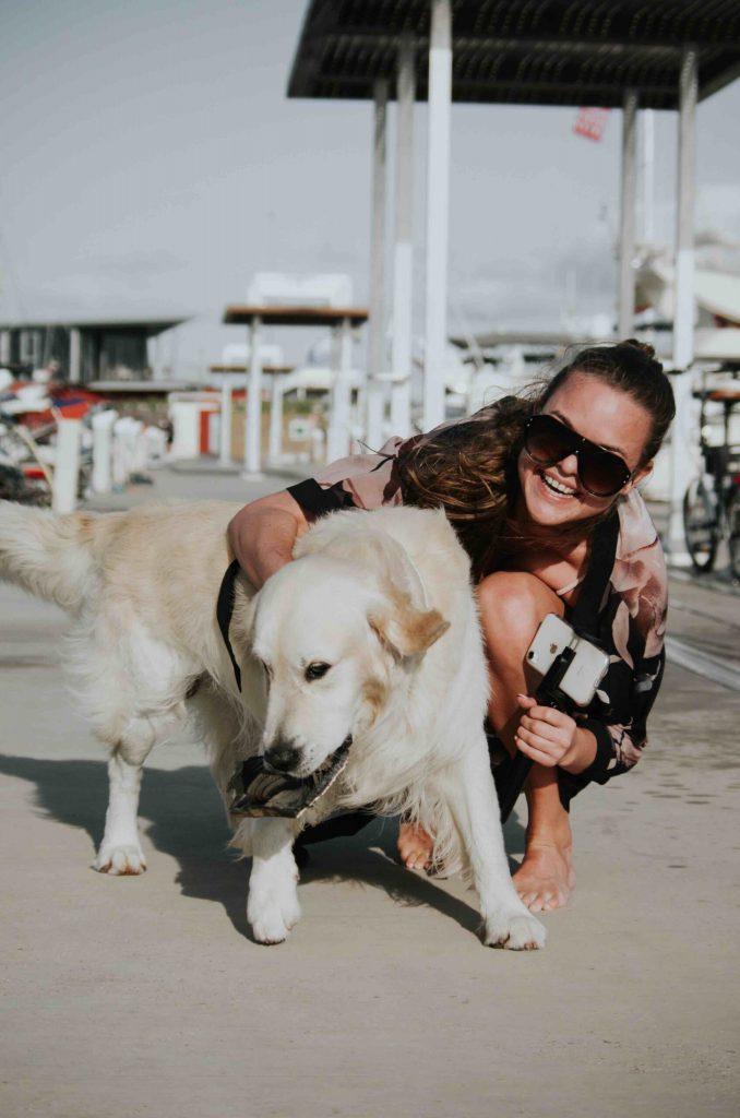 Influencer marketing Instagram dog and influencer in the summer