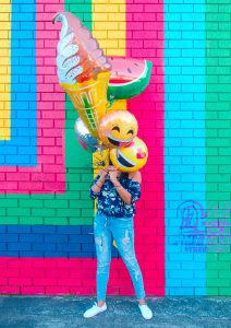 influencer holding colorful ballons in two hands digital and influencer marketing